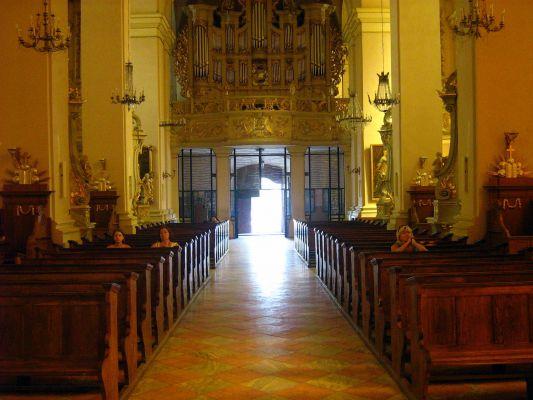 Bazylika Nawiedzenia Najświętszej Maryi Panny w Sejnach - widok na organy