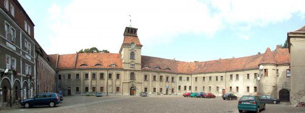 Dziedziniec klasztorny w Żaganiu
