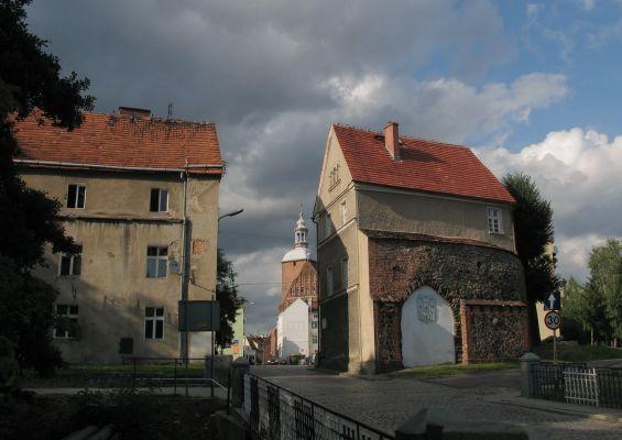 Widok na Bramę Żagańską i kościół w Szprotawie