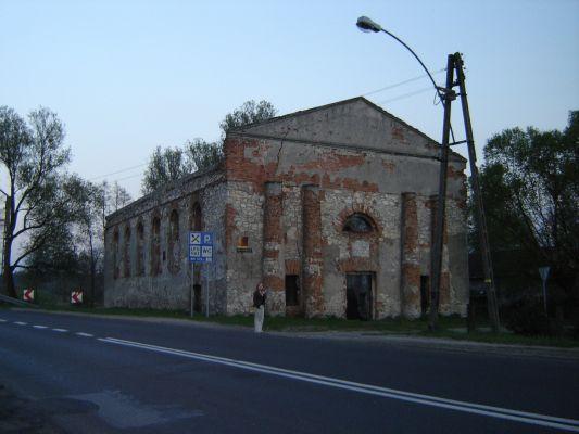 Ruiny bożnicy żydowskiej w Krzepicach