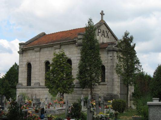 Kaplica-mauzoleum Ponińskich na cmentarzu w Horyńcu