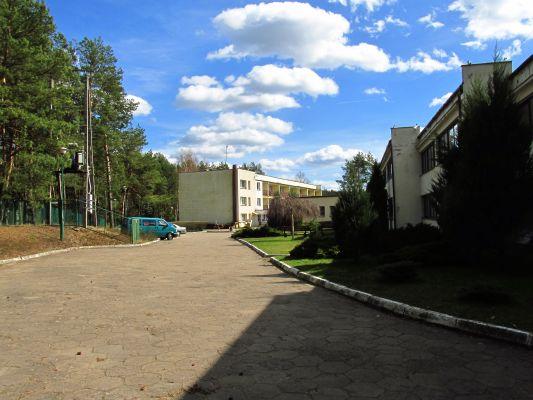 Wewnętrzna uliczka i parking na terenie Centrum