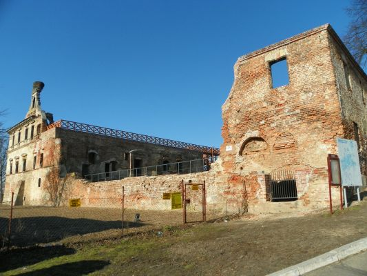Ujazd, Ruiny zamku biskupów wrocławskich, widok po rewitalizacji ( luty 2016 )