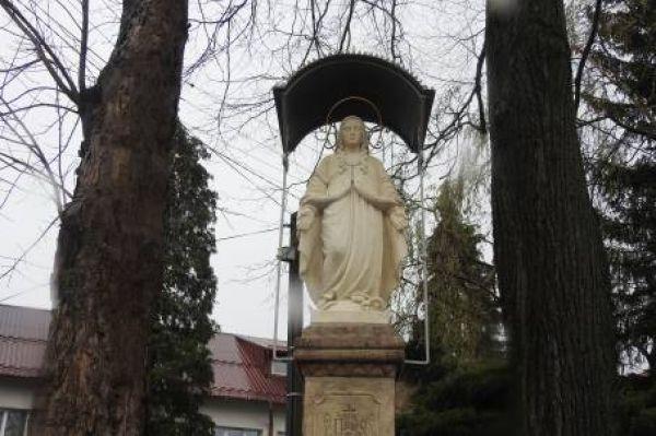 Figura Matki Bożej Niepokalanej w Rozdzielu