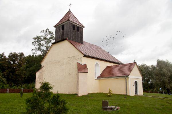 Popęszyce, kościół św. Michała Archanioła