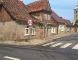 Ostroróg - ulica Kapłańska - zabytkowy dom i kościoł