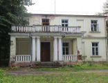 Uhrusk, dwór, po 1850 r., do niedawna siedziba Rolniczego Zakładu Doświadczalnego AR