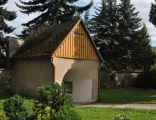 Łomnica, ogrodzenie kościoła z bramą