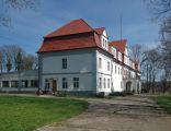 Dwór Piotrówek w Niemczy