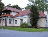 """Błonie, dom, poł. XIX (dworek """"Poniatówka"""")"""