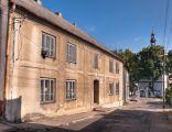Dom z XVIII wieku, późnobarokowy, przebudowany w XIX wieku i w 1959 roku