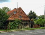 Dom grabarza z budynkiem gospodarczym z początku XX wieku, cmentarz ewangelicki w Jarocinie
