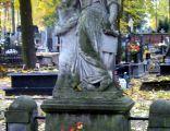 Anioł na nagrobku w Pabianicach