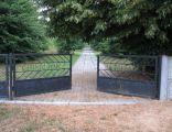 Brama cmentarza jenieckiego w strzalkowie