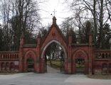 Brama cmentarza katolickiego