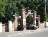Cmentarz w Kobyłce - brama główna