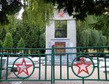 OPOLE Cmentarz wojenny Armii Radzieckiej ul Katowicka -widok z wejścia. sienio