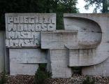 Cmentarz Żołnierzy Radzieckich w Pszczynie - tablica po lewej