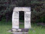 Pomnik ku czci ofiar holocaustu na cmentarzu żydowskim w Wolbromiu
