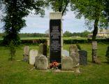 Cmentarz przy kościele Podwyższenia Krzyża Świętego w Karcinie