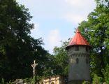 Kamienna Góra, wieża ciśnień, fragment cmentarza komunalnego - 13 lipca 2010 r. DSC02240