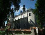 Kościół zza ogrodzenia