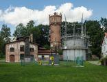 Zabytkowa gazownia z roku 1908 w Górowie Iławeckim - zbiornik wyrównawczy i budynek administracyjny