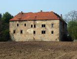 Dwór obronny (zamek) w Nieszkowicach