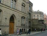 Sąd ,oraz więzienie z zachowanymi starymi murami