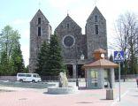 Rynek i kościół pw. św. Bartłomieja w Troszynie