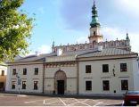 Urząd Miasta Zamość (oficyna) w dawnej wartowni i więzieniu dobudowanym od północy do ratusza (Rynek Solny)