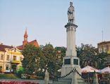 Bocheński rynek z pomnikiem Kazimierza Wielkiego
