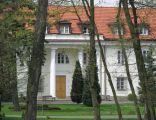 Pałac Mostowskich w Tarchominie, fragment frontowej elewacji