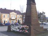 Pomnik Bohaterów Miasta na rynku w Międzyrzecu Podlaskim