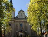 Widok z przodu kościoła pw. Przemienienia Pańskiego w Paradyżu