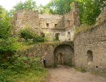 Zamek Bolczów, wieża bramna