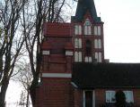 Klebark Wielki, widok na wieżę kościelną i kapliczkę