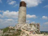 Cylindryczna wieża olsztyńskiego zamku z bliska