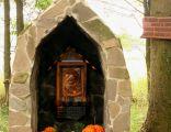 Kpliczka w poblizu Łebek, postawiona na cześć ukazania się Matki Boskiej