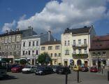 Plac Wolności w Białej Krakowskiej - kamienica Czytelni 2 od lewej