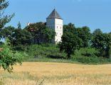 Bezławki, zamek przekształcony w kościół