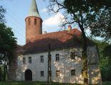 Karłowice - średniowieczna wieża w założeniu pałacowym