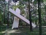 Pomnik w Górsku, upamiętniający porwanie ks. Jerzego Popiełuszki