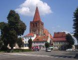 Rynek miejski w Myśliborzu, w głębi kolegiata pw. św. Jana Chrzciciela z XIII w